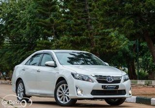 toyota-camry-hybrid-expert-review