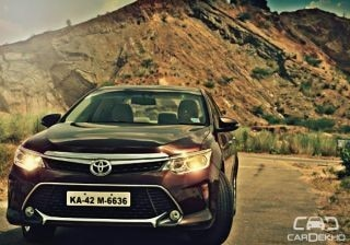 toyota-camry-hybrid-2015-expert-review