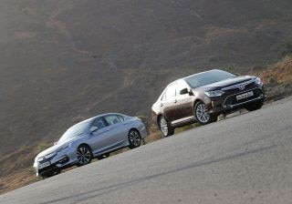 toyota-camry-vs-honda-accord-hybrid-comparison-review