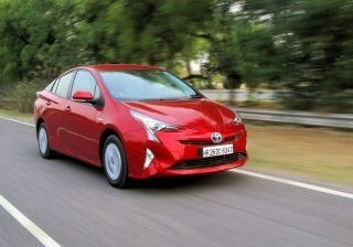 toyota-prius-hybrid-detailed-review